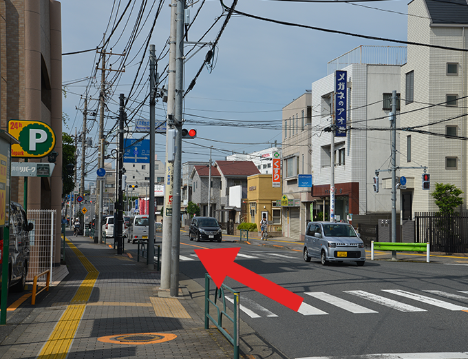 元本郷地域安全センター前T字路信号を直進します。