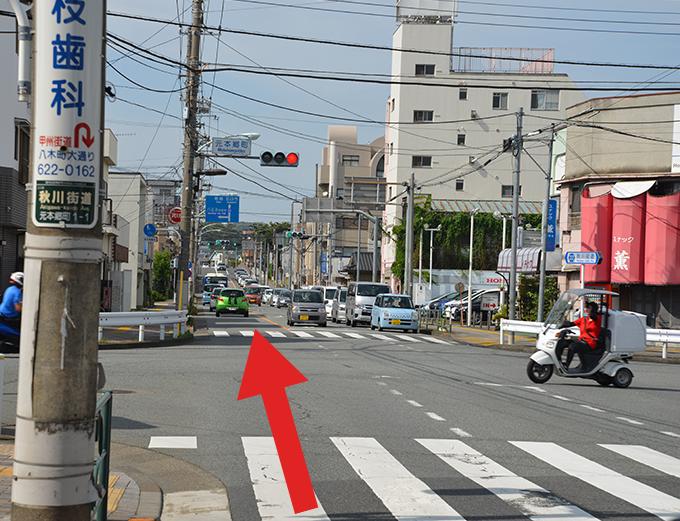 元本郷町交差点を直進します