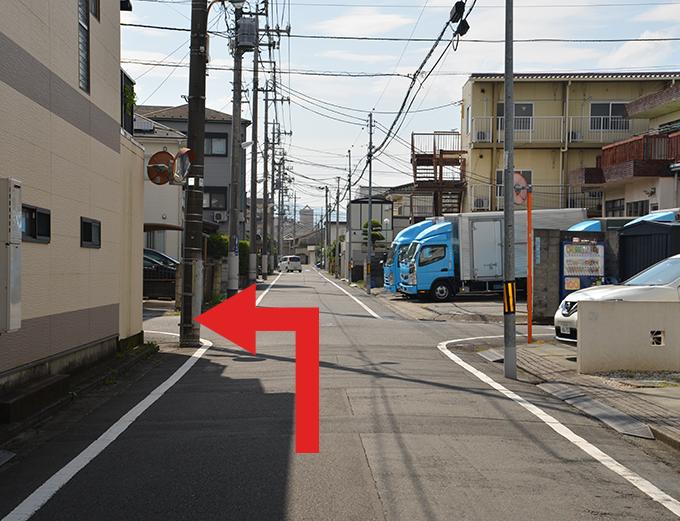 1本目の交差点を左折します