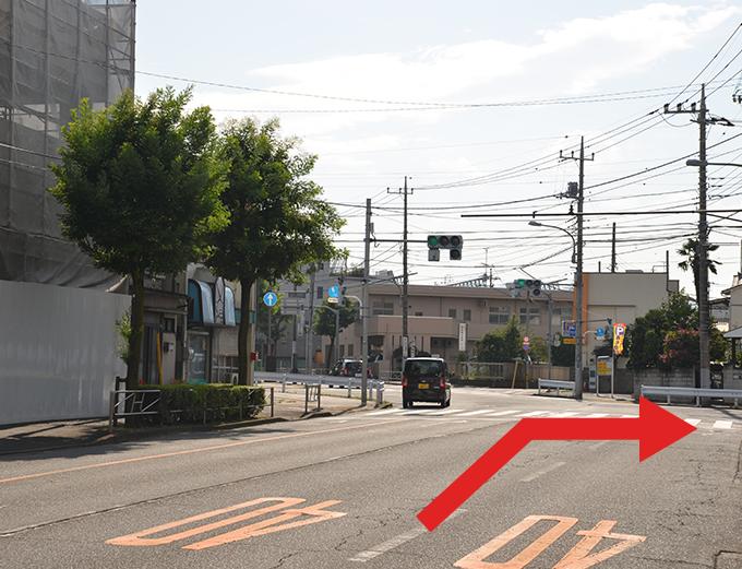 元本郷町交差点を左折します。